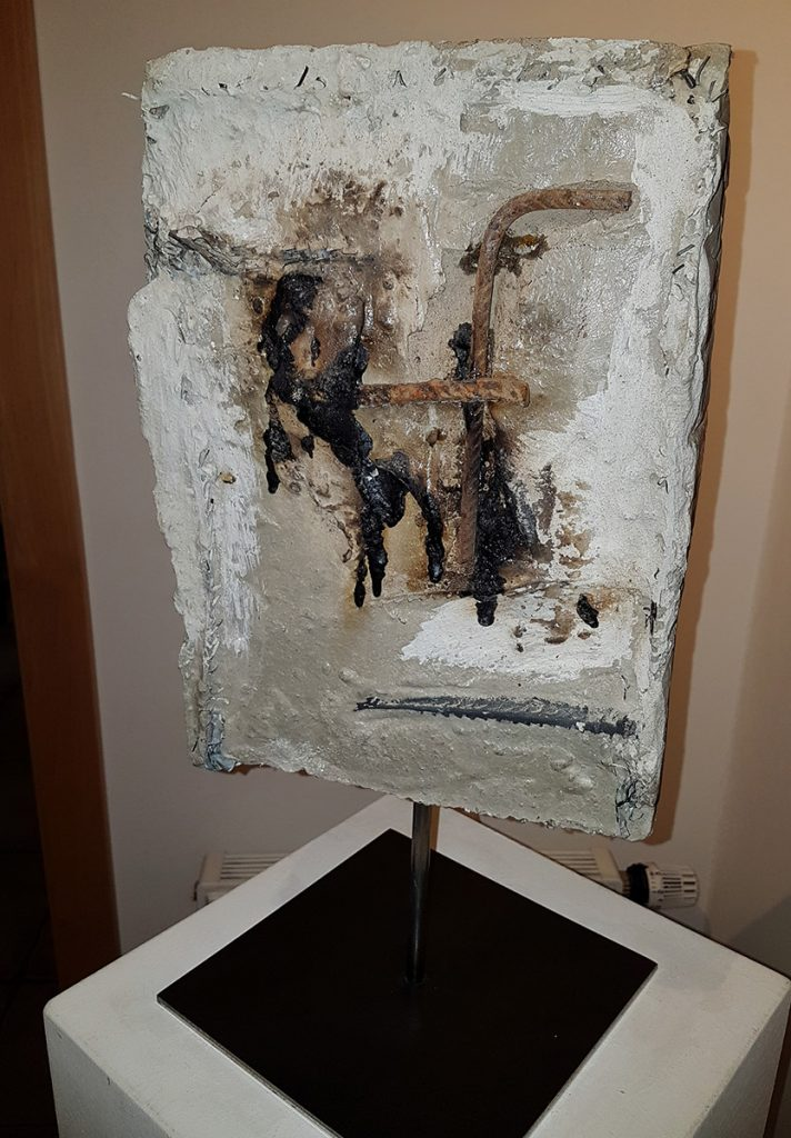 Pietra, coll. priv., 32 x 23 x 6 cm, béton marble powder recup. iron mat